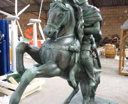 Obstacle réalisé pour les 90 ans de la Reine Elisabeth - Chevalier en faux bronze / Angleterre - Alain Grand Peintre décorateur