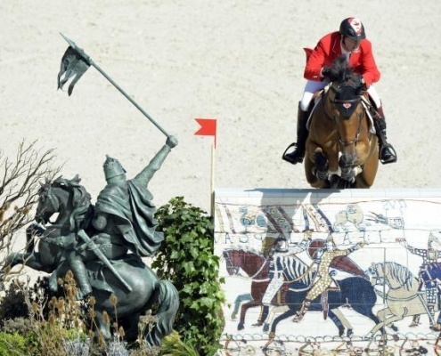Chevalier in situ / faux bronze 90 ans de la Reine Elisabeth / Angleterre - Alain Grand Peintre décorateur