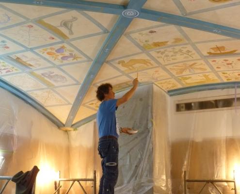 Réalisation d'un plafond orné de 48 scènettes dans une officine de beauté BULY de Taïpei / Taïwan - Alain Grand Peintre décorateur