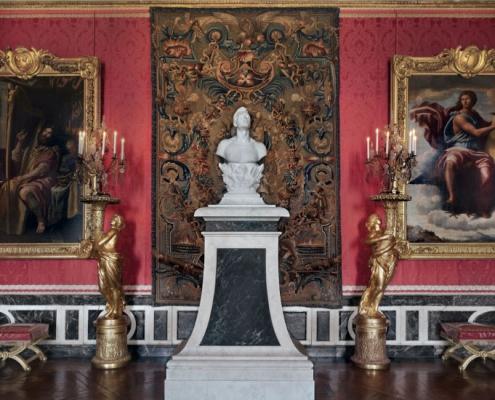 """Stèle peinte (typique du palais) en faux marbre pour l'œuvre """"Self portrait"""" de Jeff Koons à Versailles / France - Alain Grand Peintre décorateur"""