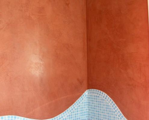 Réalisation d'un marmorino ocre rouge dans la salle de bains des enfants / France - Alain Grand Peintre décorateur