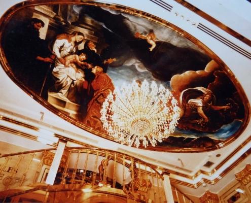 Reproduction monumentale classique au plafond de l'entrée de la boite de nuit « Versailles Palace » à Tokyo / Japon - Alain Grand Peintre décorateur