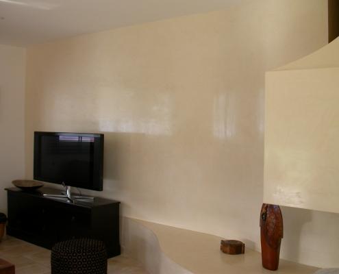 Salon et cheminée réalisés en Stucco blanc ciré/lustré / France - Alain Grand Peintre décorateur